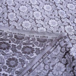 vải lụa satin tơ tằm hoa cúc - màu ghi nâu 01