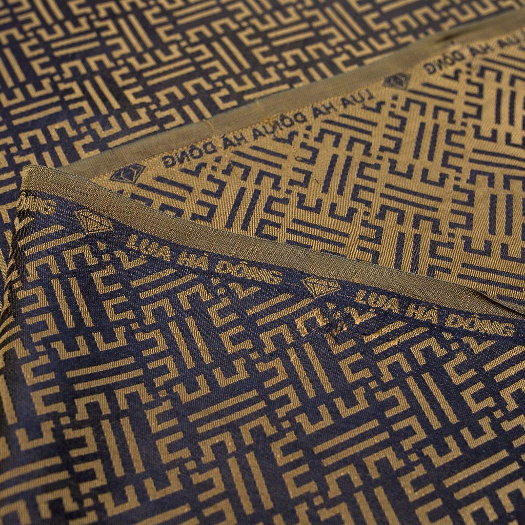 vải lụa satin tơ tằm hoa văn Triện - màu vàng đen