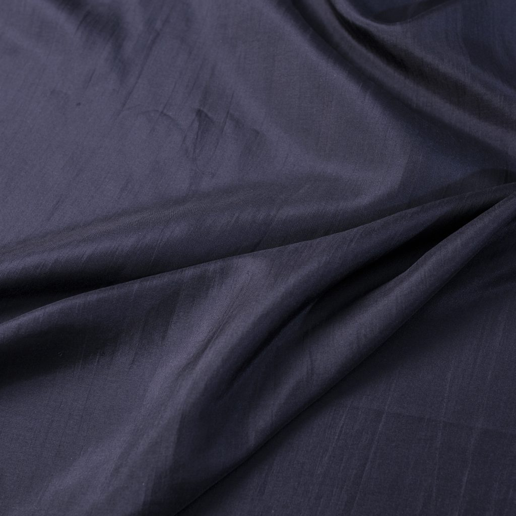 vải lụa satin tơ tằm trơn - đen 4