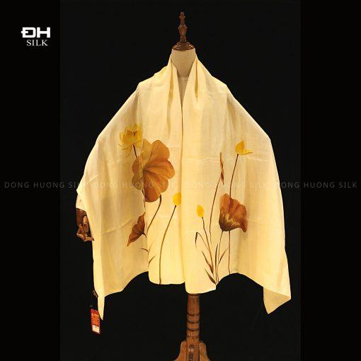 khan-lua-to-tam-ve-tay-nghe-thuat-hoa-sen-vang-mau-vang-to-dong-huong-silk-1