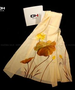 khan-lua-to-tam-ve-tay-nghe-thuat-hoa-sen-vang-mau-vang-to-dong-huong-silk-6