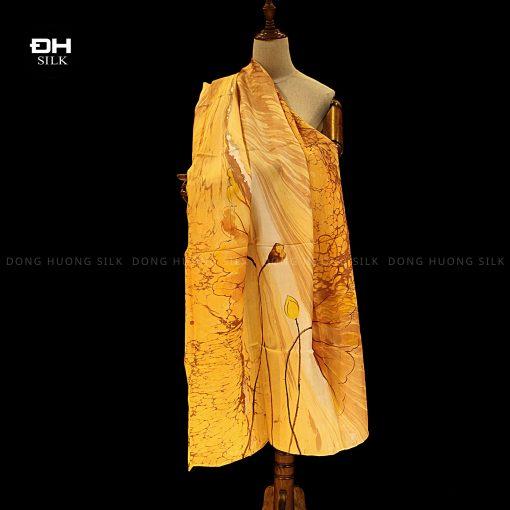 khan-lua-to-tam-ve-tay-thuy-an-nghe-thuat-hoa-sen-cat-tuong-Dong-Huong-Silk-2