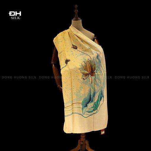 khan-lua-to-tam-ve-tay-thuy-an-nghe-thuat-hoa-sen-ho-thuy-Dong-Huong-Silk-2